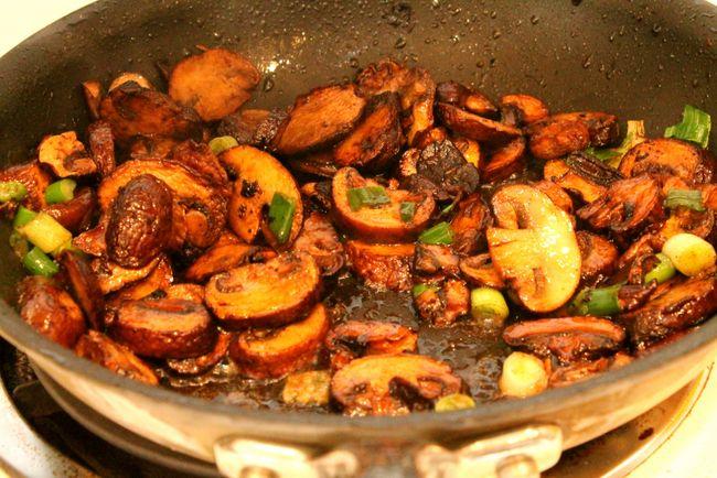 Sauteed Mushrooms/Champignons Sautes Au Beurre (Paleo, Gluten Free)