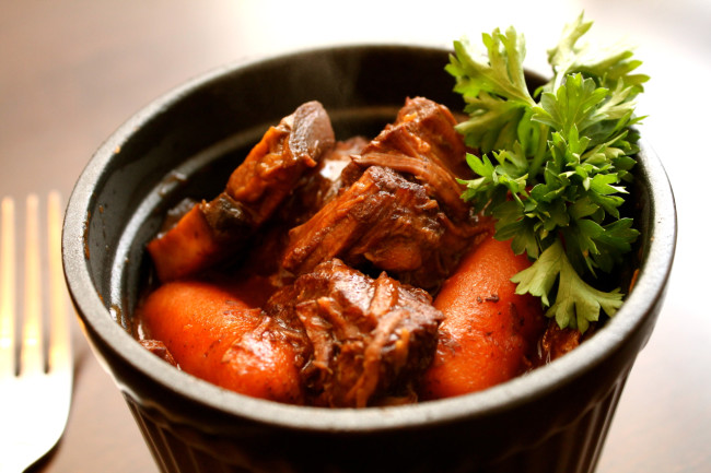 Easy Slow Cooker Beef Bourguignon (Paleo, Gluten Free)